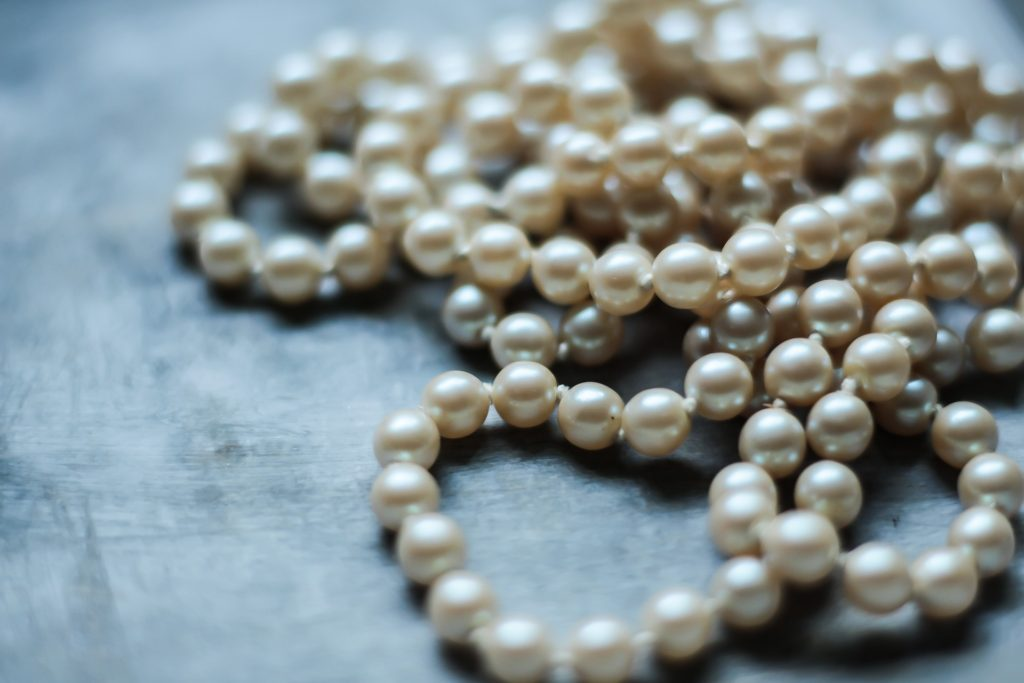 pearl necklaces anniversary gift