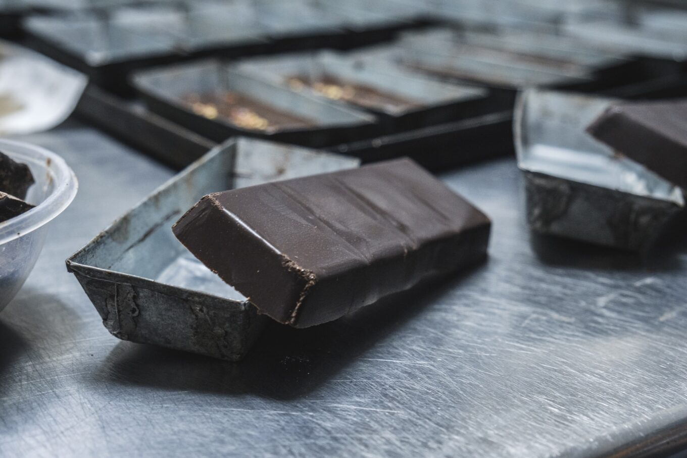 What's the difference between compound chocolate and real chocolate?